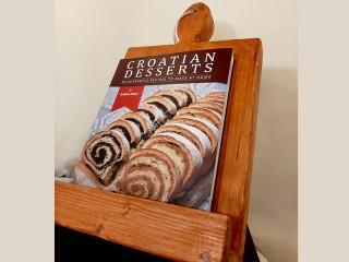 Drveni stalak za kuharicu